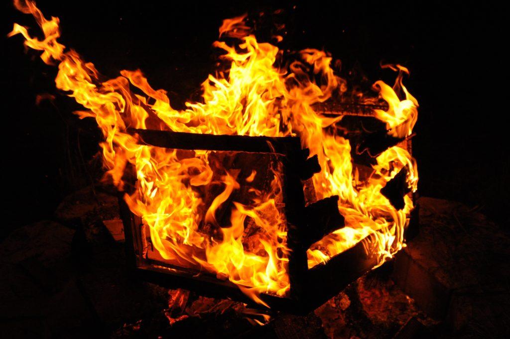 unsur api, oksigen, panas dan bahan bakar