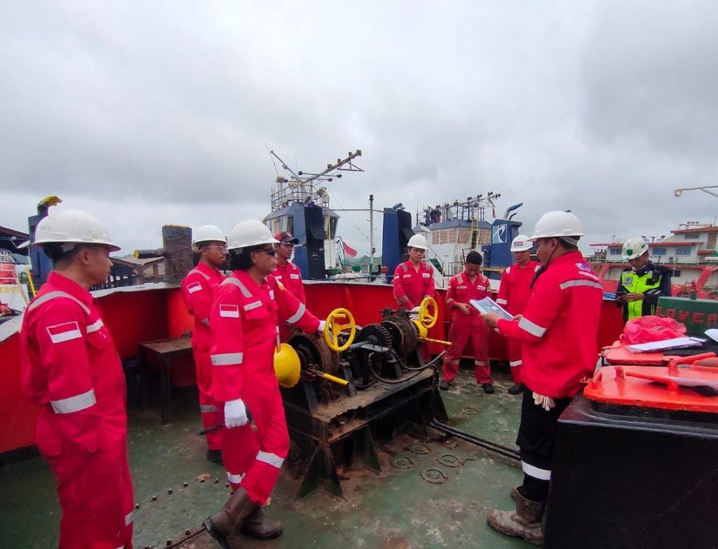 Tugas HSE Officer di galangan kapal, salah satunya melakukan safety induction